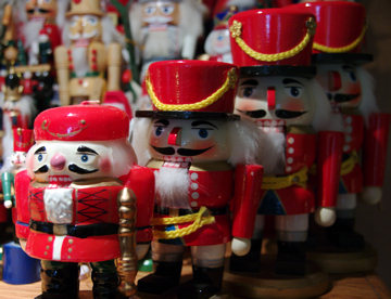 marching-nutcrackers