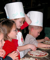 kids-making-pizza2