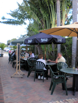 schooners-patio