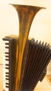 MIM - Accordian Horn